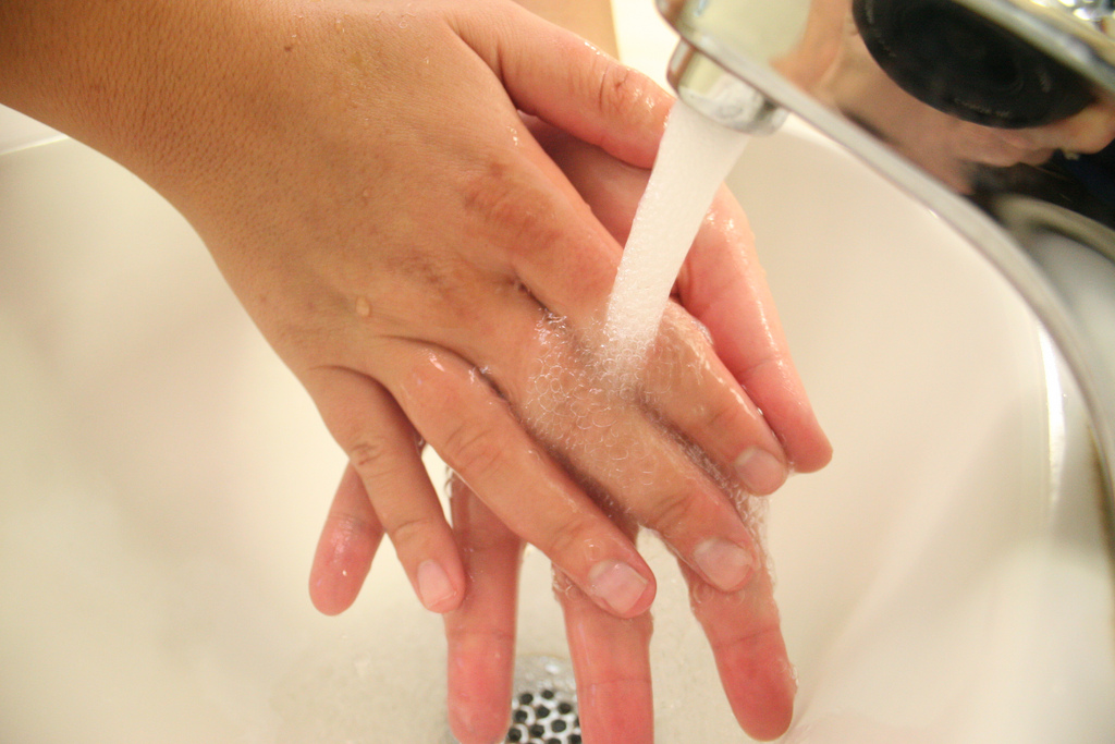 Hand Washing (CC BY-NC 2.0) Stephanie Schupska via Flickr